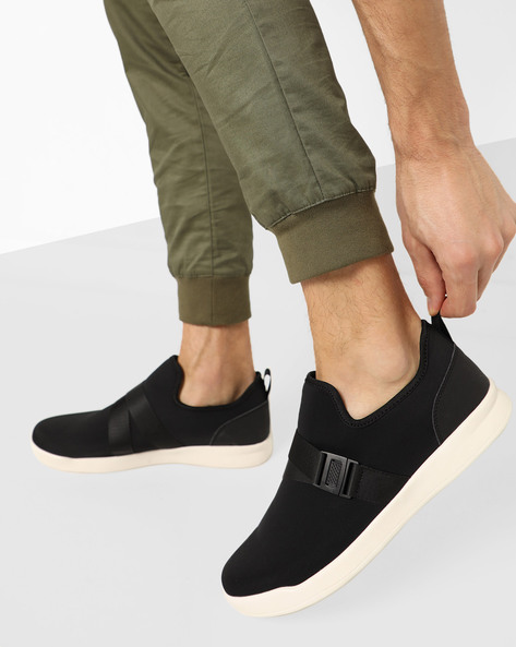 Slip-On Sneakers With Elasticated Click-Clasp By AJIO ( Black )