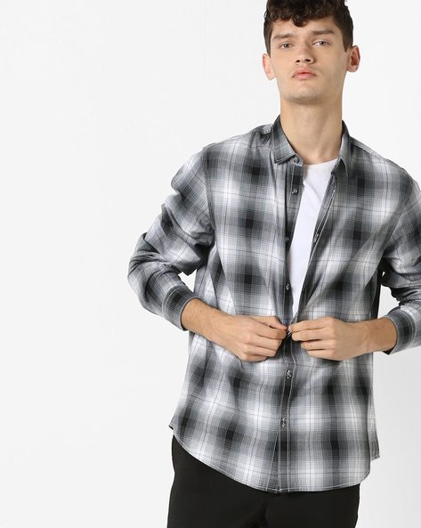 Checked Shirt With Spread Collar By AJIO ( Blackwhite )