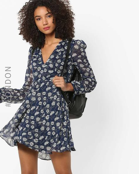 Deep V-neck Floral Print Skater Dress By Glamorous ( Darkblue )