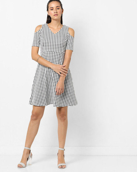Houndstooth Print Sleeveless Skater Dress By CODE By Lifestyle ( White )