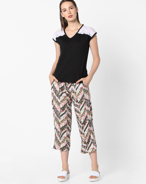 Top And Printed Capris Lounge Set By Heart 2 Heart ( Black )
