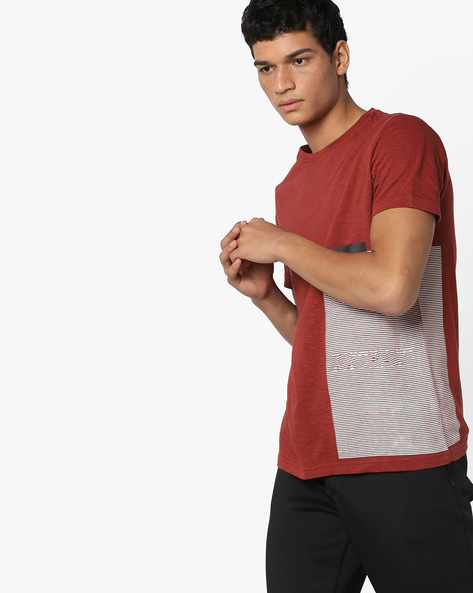 Slim Fit T-shirt With Placement Print By AJIO ( Red )
