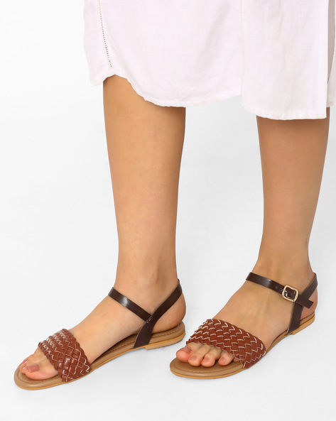 Braided Flat Sandals With Buckle Closure By Curiozz ( Brown )