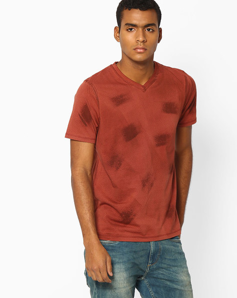 Printed Muscle Fit V-neck T-shirt By BASICS ( Brown )