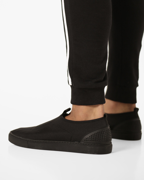 Slip-On Sneakers With Reinforced Heel Collar By AJIO ( Black )