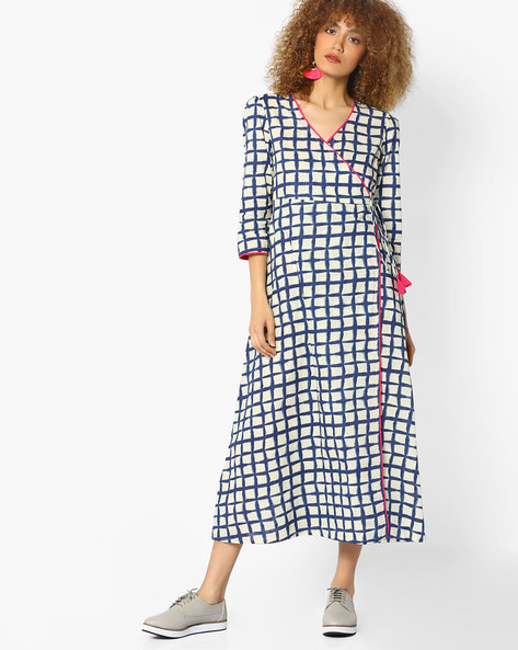 Checked Midi Dress With Overlapping Front By AJIO ( Blue )