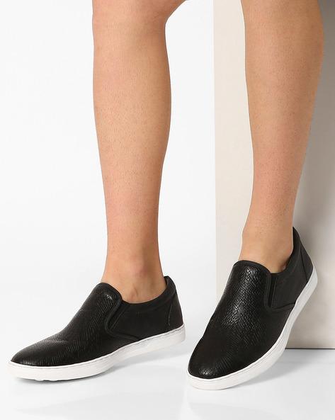 Low-Top Slip-On Sneakers By AJIO ( Black )