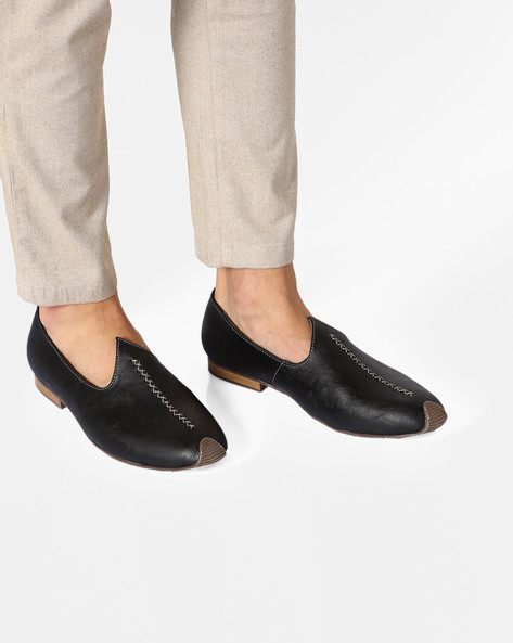 Venetian-Style Slip-On Nagras Shoes By AJIO ( Black )