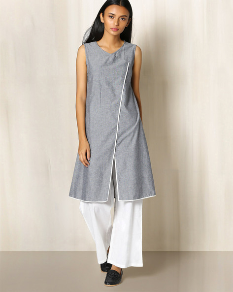 Cotton Chambray Kurta With Front Slit By The Wooden Closet ( Grey )