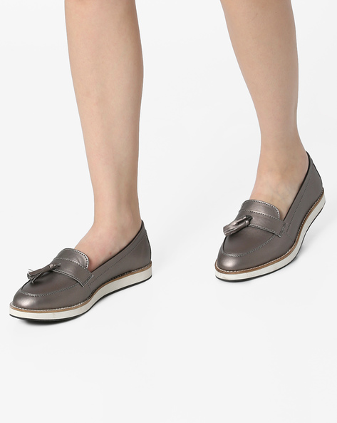 Tassel Loafers With Contrast Midsole By AJIO ( Pewter )
