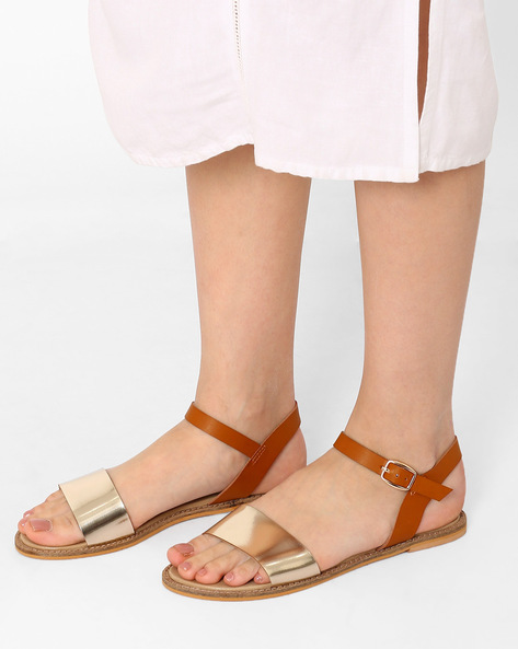 Flat Sandals With Buckle Closure By Curiozz ( Tan )