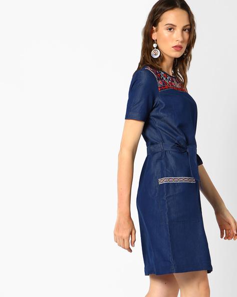 Belted Denim Dress With Embroidery By AJIO ( Darkblue )