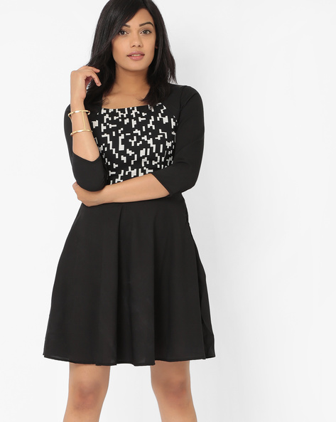 Printed Skater Dress With Raglan Sleeves By The Vanca ( Black )