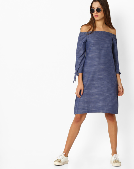Off-Shoulder Denim Dress With Tie-Up Sleeve By And ( Blue )