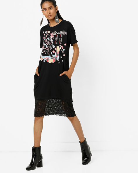 Graphic Print T-shirt Dress With Lace Panelled Hem By AJIO ( Black )