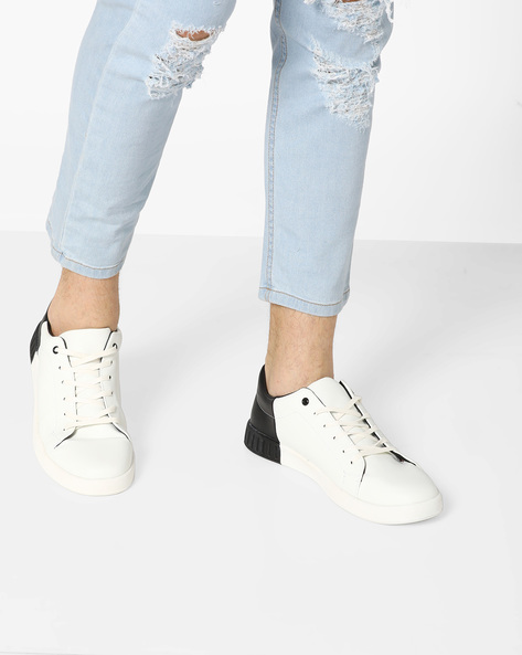 Colourblock Sneakers With Lace-Up Fastening By AJIO ( White )