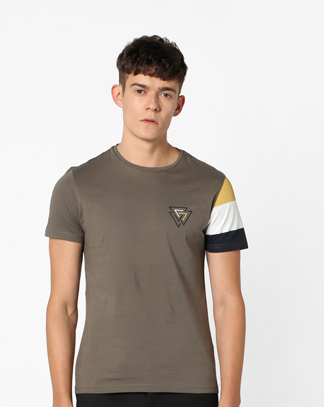 Slim Fit T-shirt With Colourblock Sleeves By AJIO ( Green )