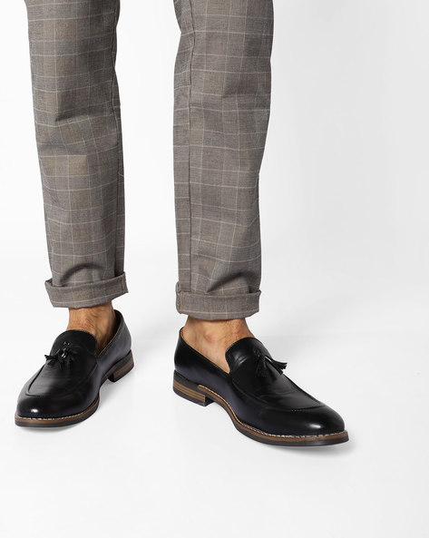 Almond-Toe Loafers With Tassels By Modello Domani ( Black )