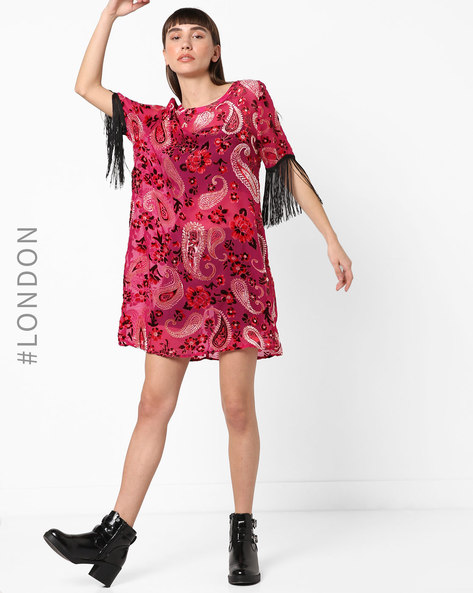 Printed Shift Dress With Fringed Sleeves By Glamorous ( Pink )