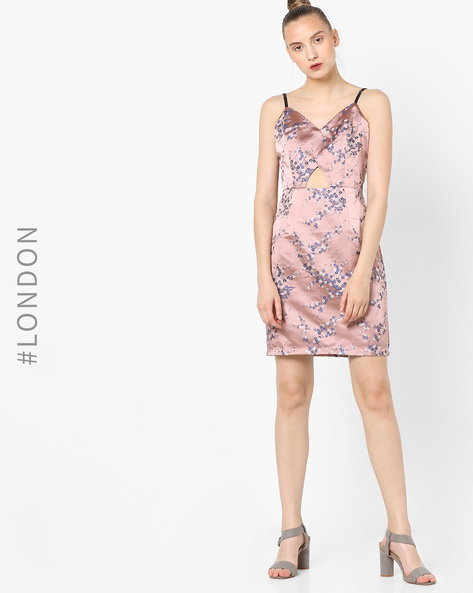 Sheath Dress With Floral Embroidery By Glamorous ( Pink )