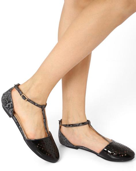 T-Strap Flat Shoes By AJIO ( Black )