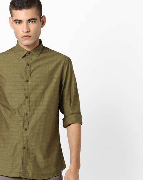 Slim Fit Shirt With Patterned Weave By AJIO ( Olive )