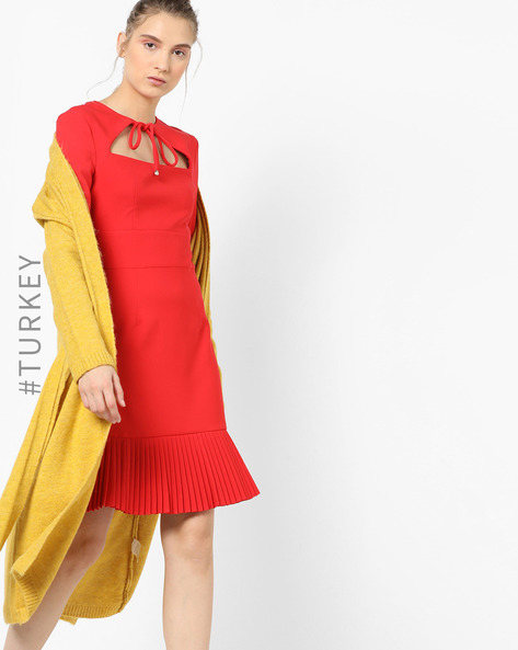 Pleated Dress With Cut-Out Neckline By TRENDYOL ( Red )