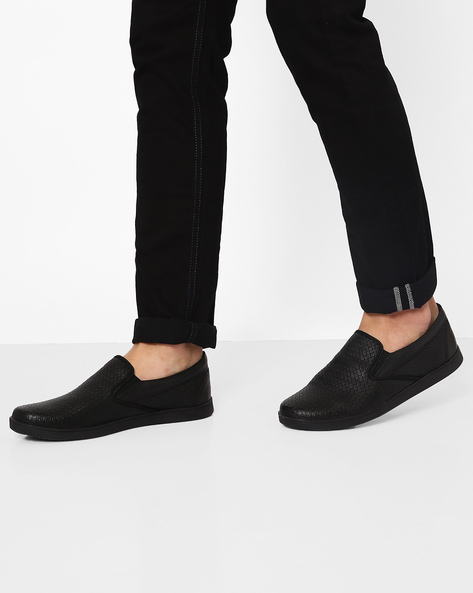 Textured Slip-On Shoes By Knotty Derby ( Black )