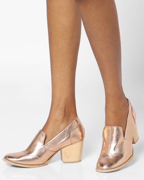 Panelled Shoes With Block Heels By AJIO ( Rosegold )