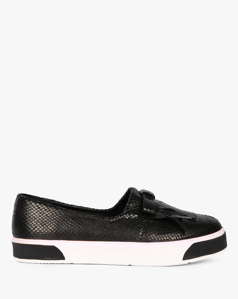 Textured Slip-Ons With Fringes By Carlton London ( Black )