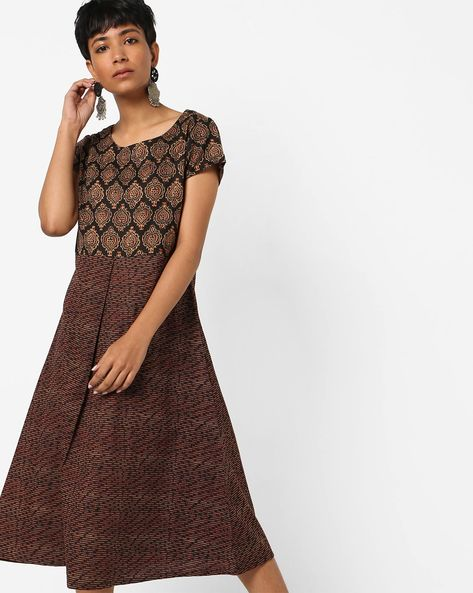 Printed Flared Midi Dress By AJIO ( Black )
