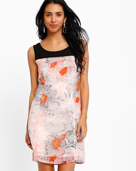 Printed Shift Dress By Style Quotient By Noi ( Multi )