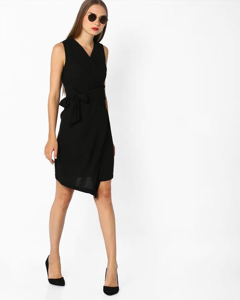 Surplice-Neckline Shift Dress With Tie-Up By AJIO ( Black )