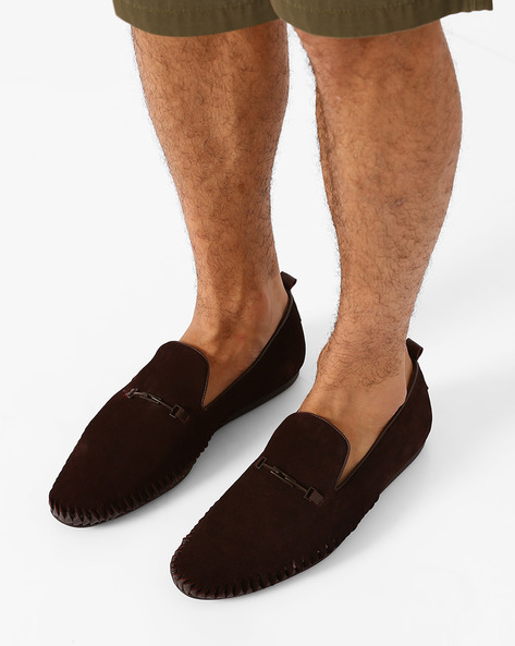 Suede Slip-Ons With Cutouts By FAMOZI ( Brown )