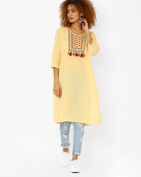 Kurta With Embroidered Yoke And Tassels By Juniper ( Cream )