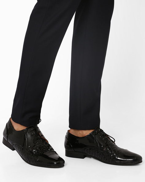 Basket-Weave Lace-Up Shoes By Modello Domani ( Black )