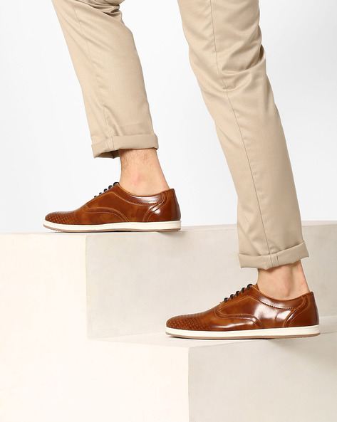 Low-Top Casual Shoes By AJIO ( Tan )