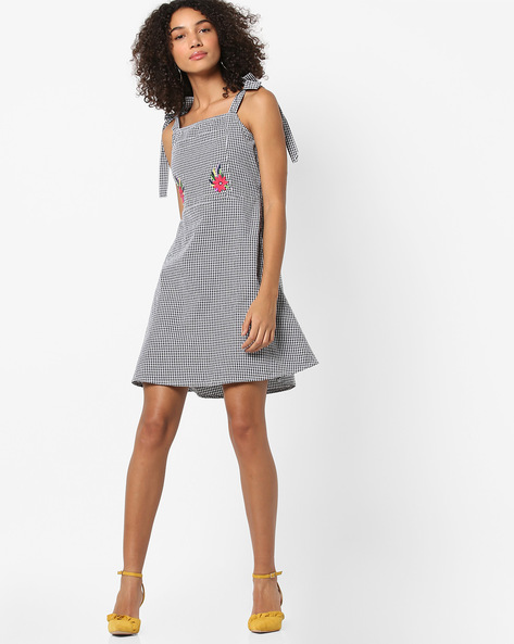 Checked A-line Dress With Strappy Sleeves By AJIO ( Black )