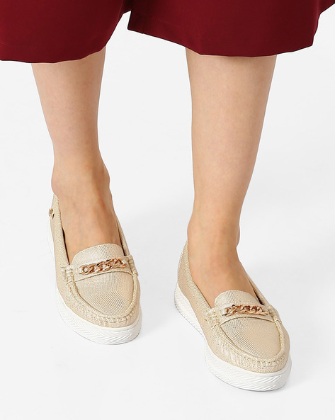 Textured Moccasins With Metal Accents By Carlton London ( Gold )