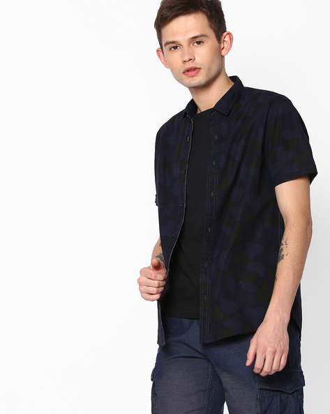 Camouflage Print Slim Fit Shirt By AJIO ( Navy )