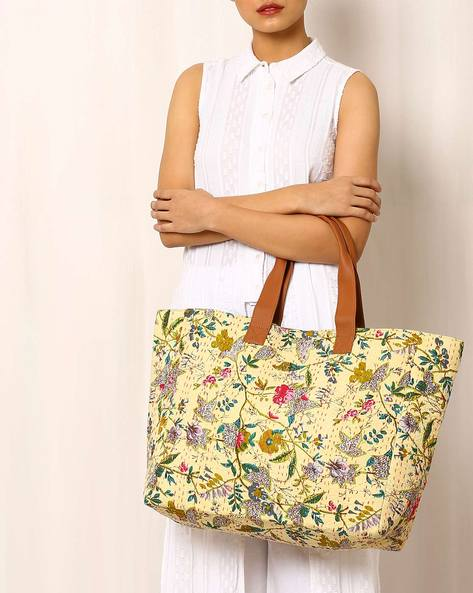 Printed Shoulder Bag With Kantha Embroidery By Molcha ( Beige )