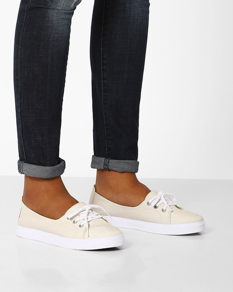 Palisades Low-Cut Slip-On Shoes By Vans ( White )
