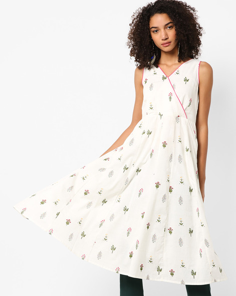 Floral Fit & Flare Dress With Surplice Detail By AJIO ( White )