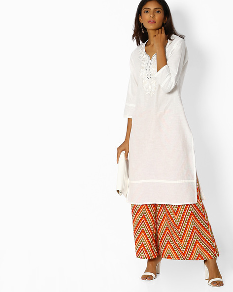 Straight Kurta With Floral Embroidery By Purple Tree ( White )
