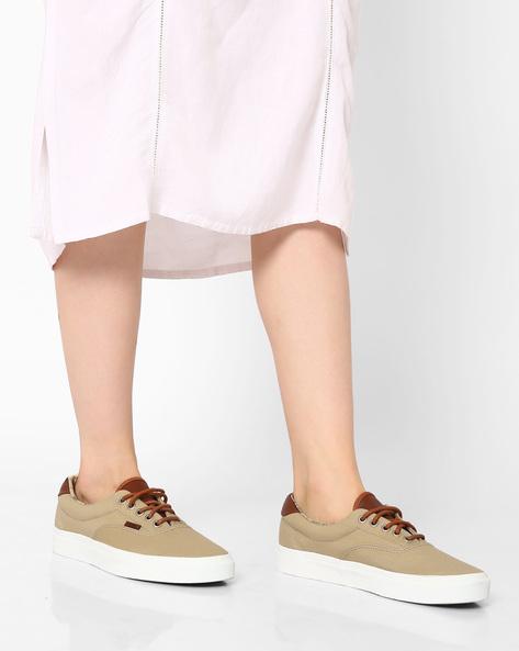 Classic Lace-Up Canvas Shoes By Vans ( Khaki )
