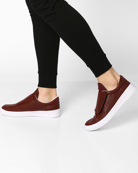 Panelled Slip-On Sneakers With Velcro Closure By Muddman ( Maroon )