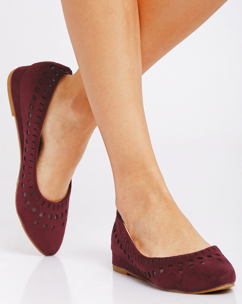 Ballerinas With Cut-Out Details By Jove ( Maroon )