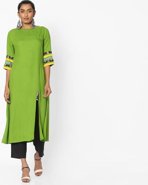 Straight Kurta With Front Slit By Breya ( Green )