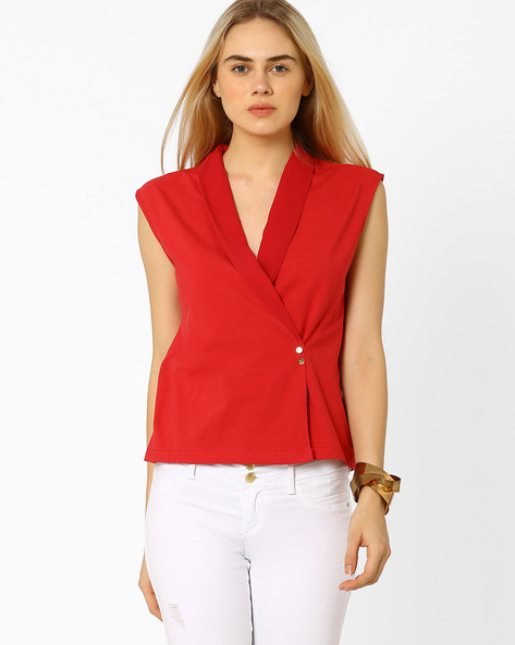 Sleeveless Top With Shawl Collar By AJIO ( Red )