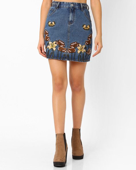 Floral Embroidered Denim Skirt By Glamorous ( Indigo )